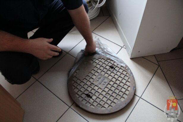 Kradli studzienki kanalizacyjne KSP w Warszawie