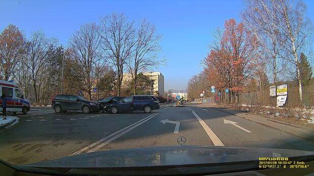 Zderzenie trzech aut Adam, warszawa@tvn.pl