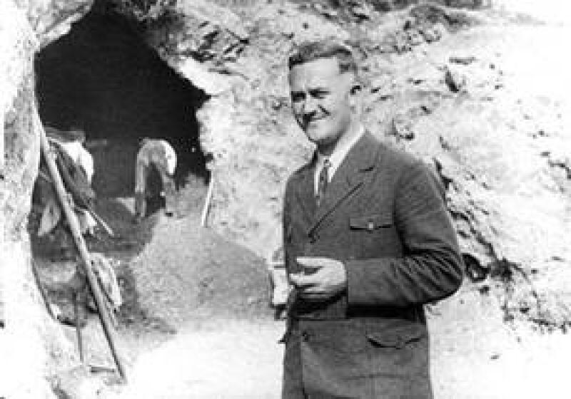 Odkrywca korpusu figurki, Gustav Riek